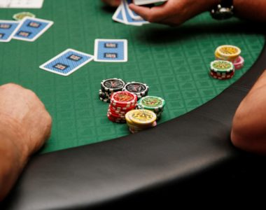 Les mains de départ au poker